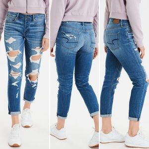 American Eagle Tomgirl Distressed Jeans 00